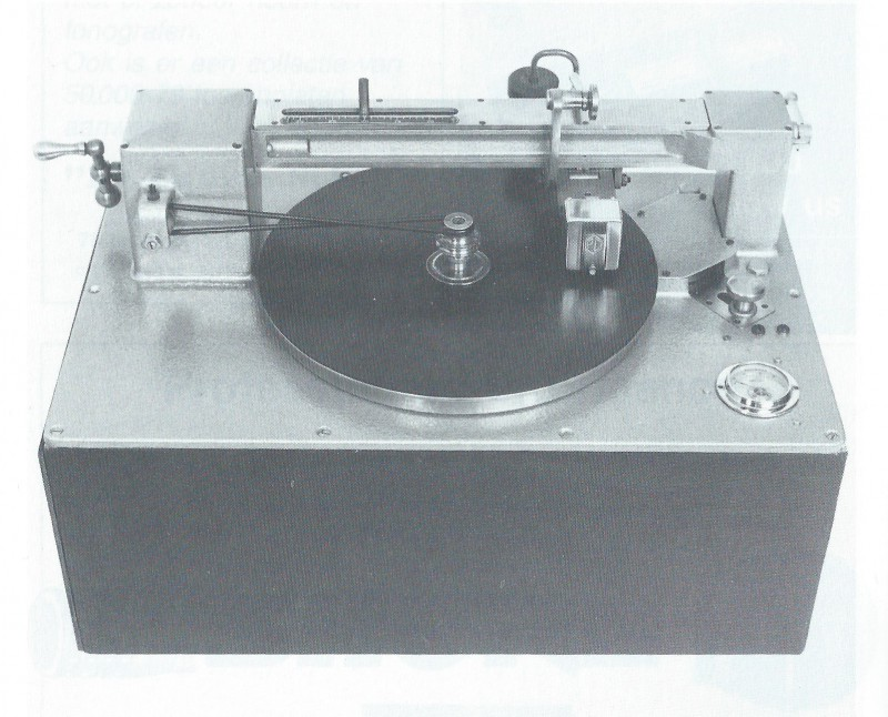 Cutting machine 1938 for recording for shellac records Ramie Union.jpg