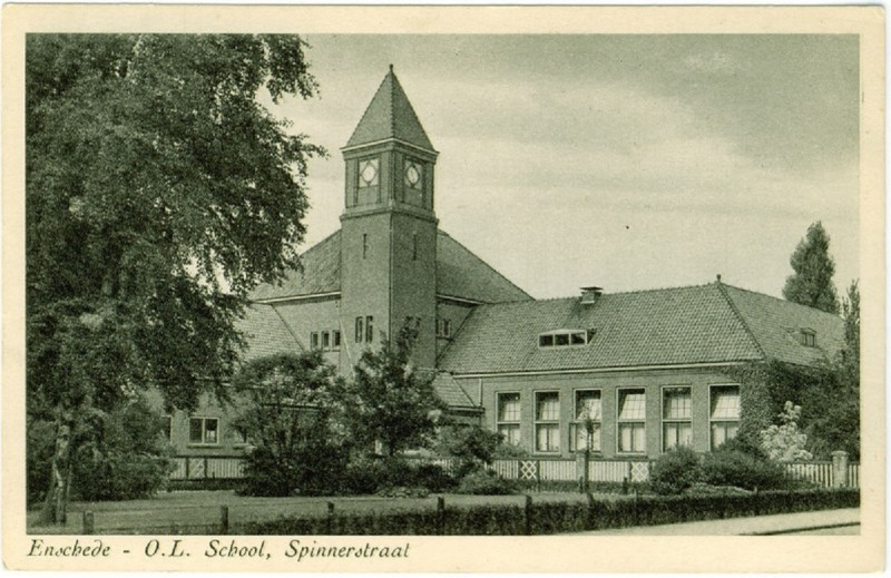 Spinnerstraat O.L. school ca 1940 Pathmos.jpg