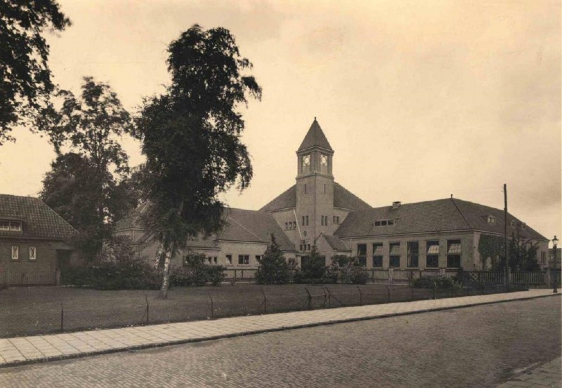 Spinnerstraat. Pathmosschool 1931.jpg