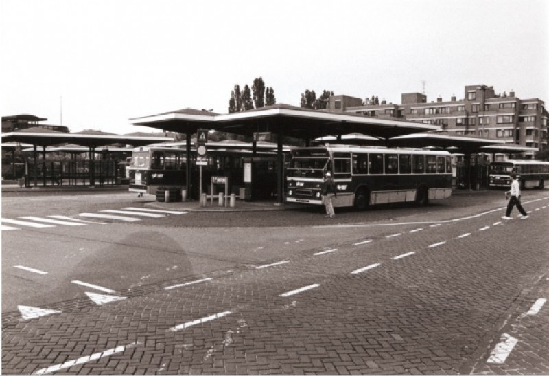 Stationsplein busstation 1976.jpg