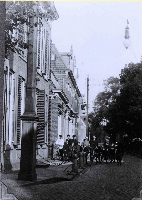 Gronausestraat sept. 1907 Elderinkshuis , Slagerij Serphos. buislamp.jpg