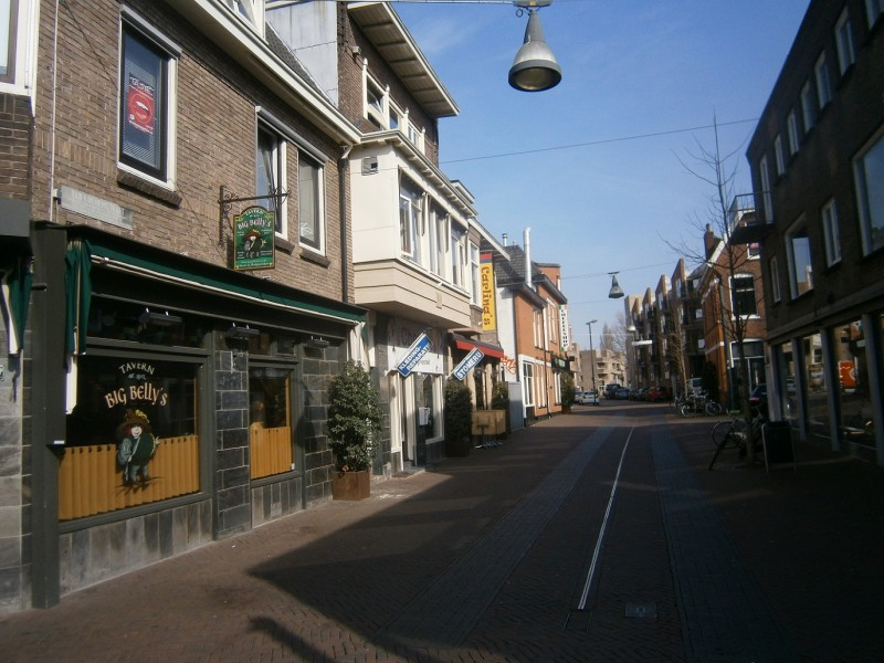 Van Lochemstraat 230 links Big Belly''s Tavern vanaf Stadsgravenstraat.JPG