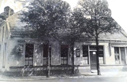 Deurningerstraat 180-182 hoek Roomweg cafe Brandwijk.jpg