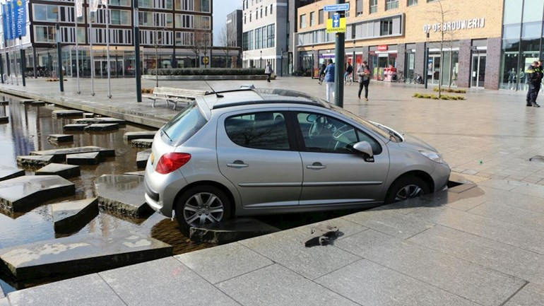 Roomweg auto in  Roombeek.jpg